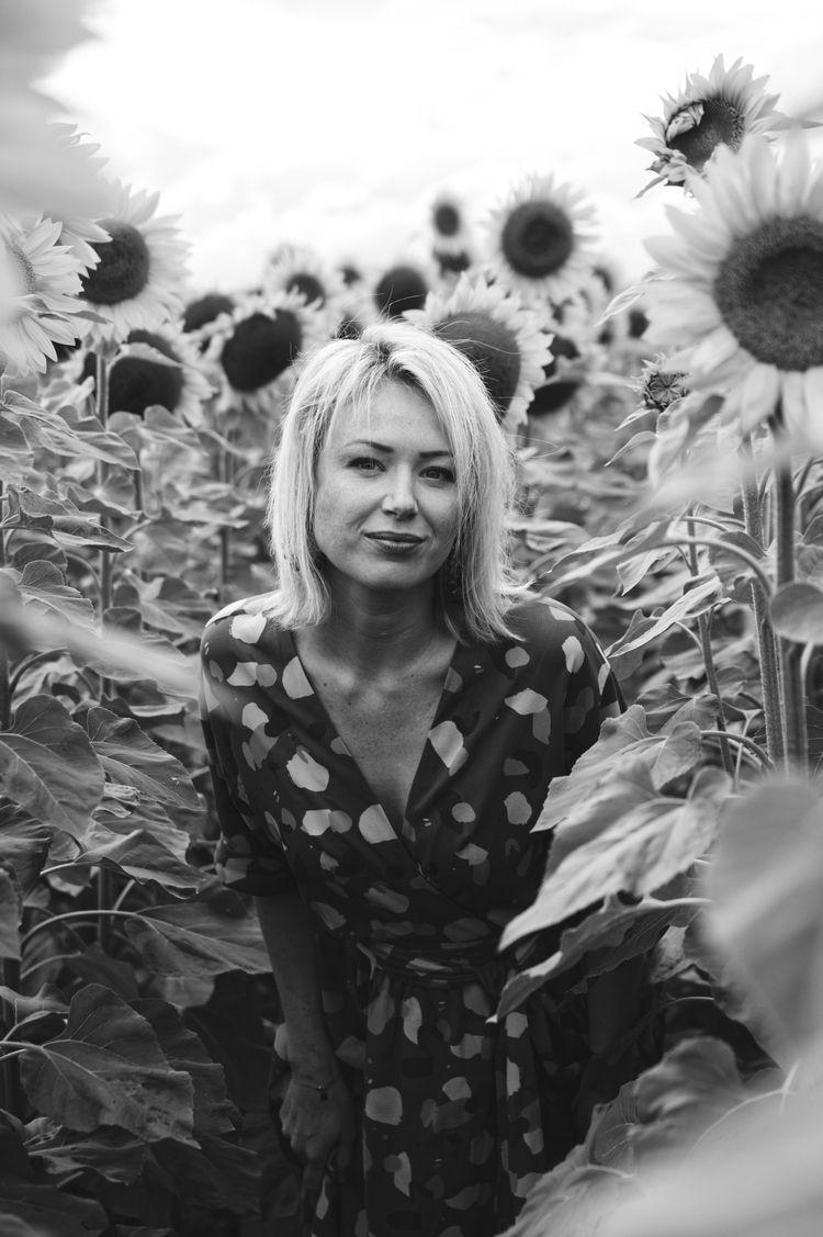 Natural portrait sunflower fiel - pierrebeauregard | ello