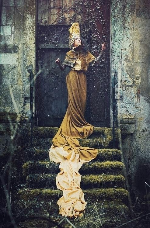 Anne-Kathrin Reine (annekathrin.reine.photographie) - Cécile Bovary Model - mua Amanda Va (Amanda Make upCoiff) - dsg Agnieszka Osipa.jpg