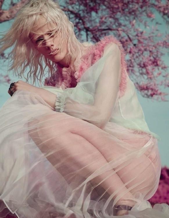 Vogue_Italia-January_2016-Marjan_Jonkman-by-Solve_Sundsbo-08.jpg