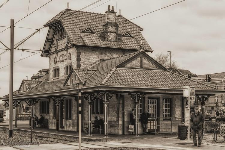 stylish_tramstop.jpg