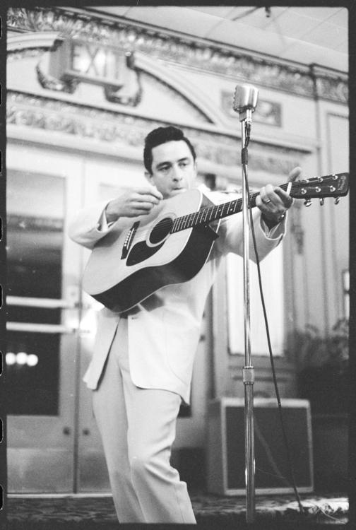 Johnny-Cash-johnny-cash-10280661-1721-2560.jpg