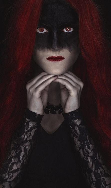 Alexander Kaufmann Photography (ig alexander_kaufmann 500px.com:kaufmann-alexander) - Julia Arl - Vampires Don't Sparkle....jpg