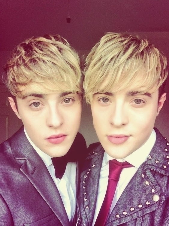 Jedward+one+in+leather.jpg