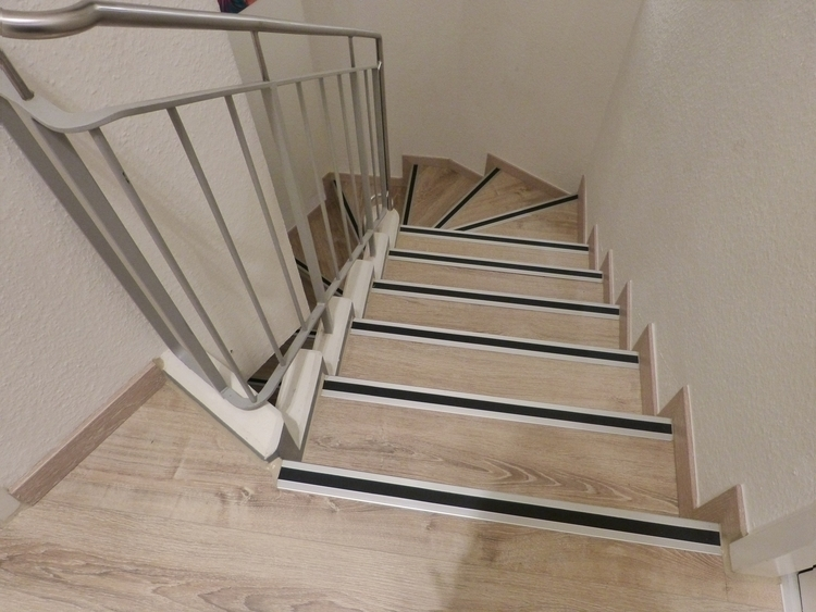 stairs-655794_1920.jpg