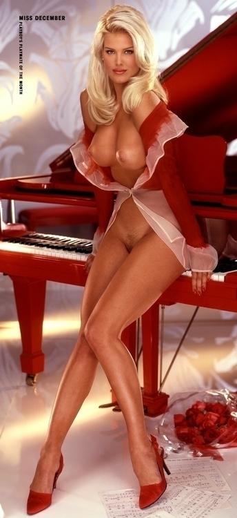 1996_12 Victoria Silvstedt - Playboy Playmate centerfold - PMOY 1997.jpg