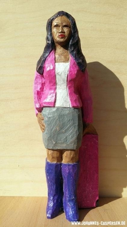 Vanessa, 23 cm, Ulmenholz, farbig bemalt.jpg