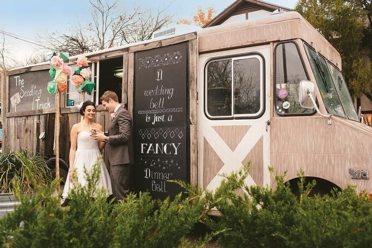 WEDDING-FOODTRUCK-BODA-PARTYIDEAS-FIESTAFACIL.jpg