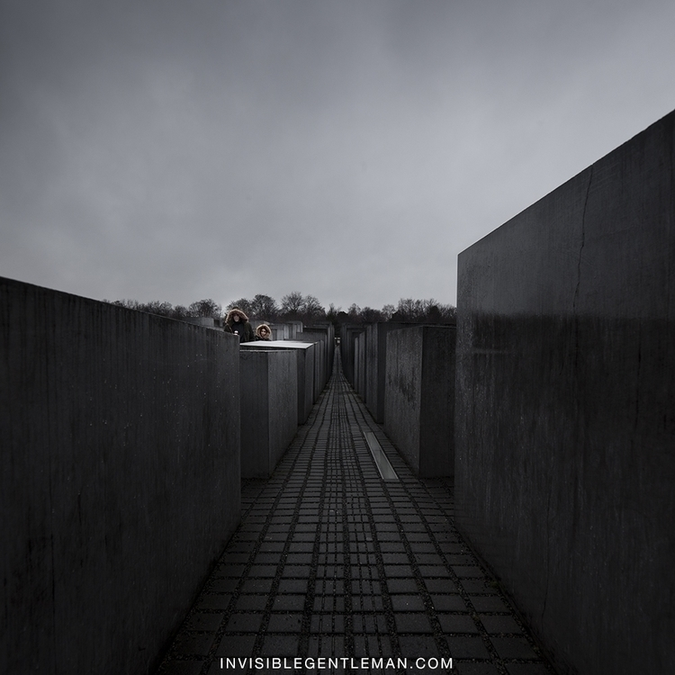 berlin-holocaust-memorial-peter-eisenman-berlin-invisiblegentleman.jpg