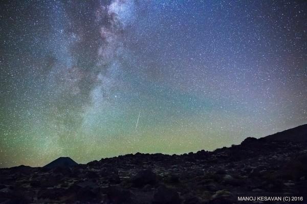 meteor-Lyrid-4-16-2016-Manoj-Kesavan-Taupo-ew-Zealand-e1461157087192.jpg