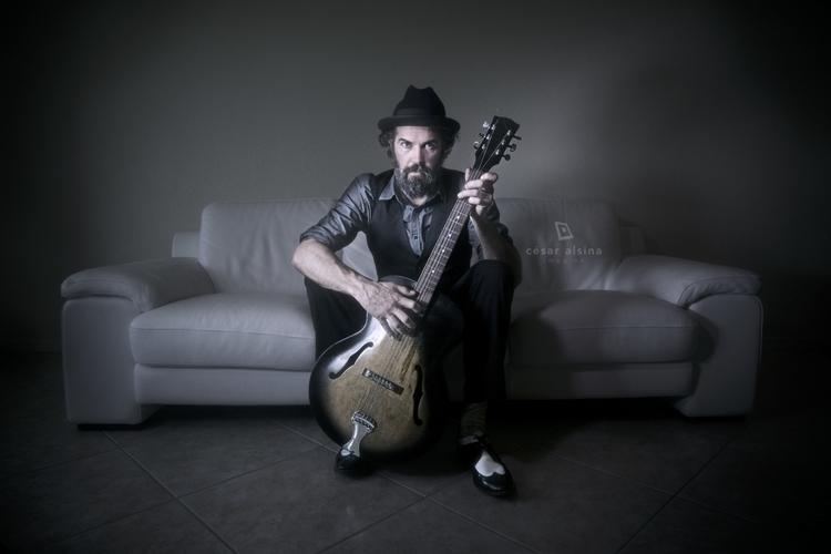 _DSC9249_RyanBladen_Guitar.jpg