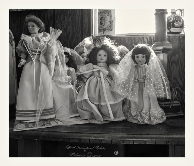 Old dolls, Hood, CA - guillermoalvarez   ello