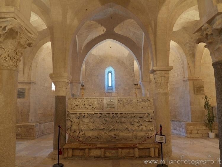 Osimo (#Ancona, Italy): Sarcoph - milanofotografo | ello