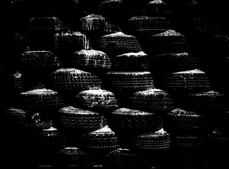 Wall tires packed dirt construc - junwin | ello