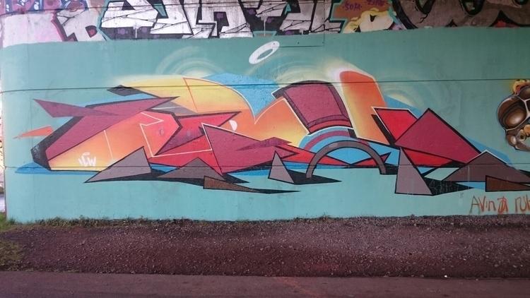 busy ! street street_art Bristo - the_rush_hour_tourist | ello