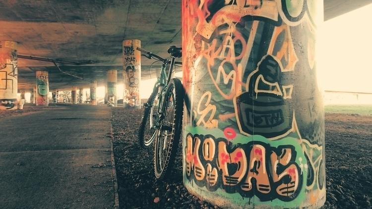 street street_art Bristol graff - the_rush_hour_tourist | ello