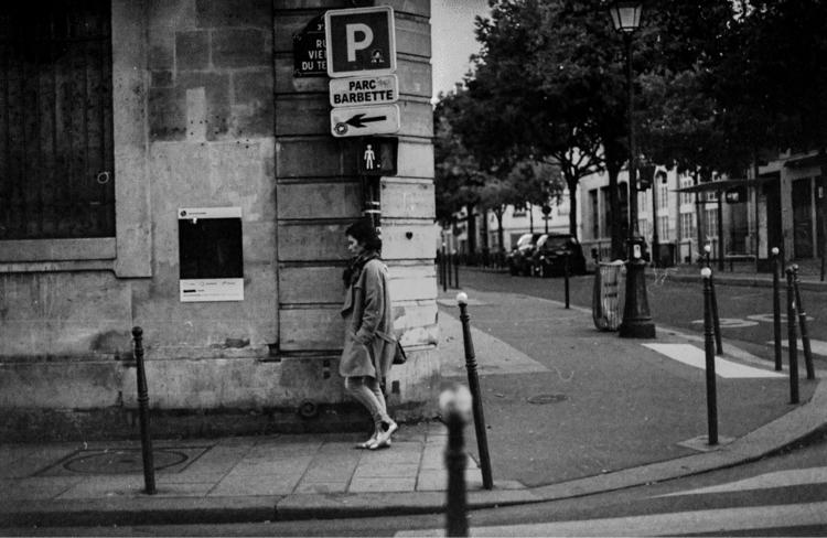 Walks Paris. Photos 35mm film - filmphotography - daniel_mcknight   ello
