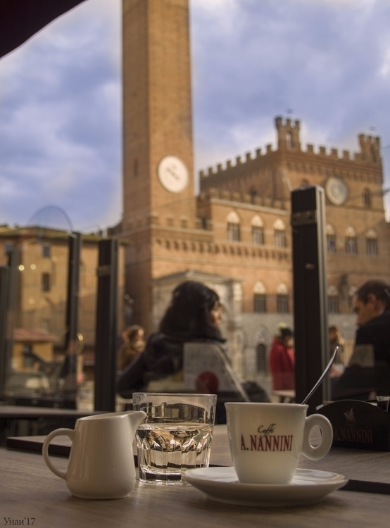 Café en - Siena, PiazzaDelCampo - beasko | ello