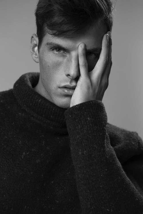 Model Jan Wienen wearing garmen - lisajureczko | ello