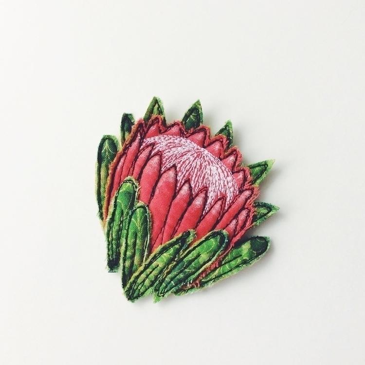 Protea flower brooch sewn free  - alittlevintagedoll | ello