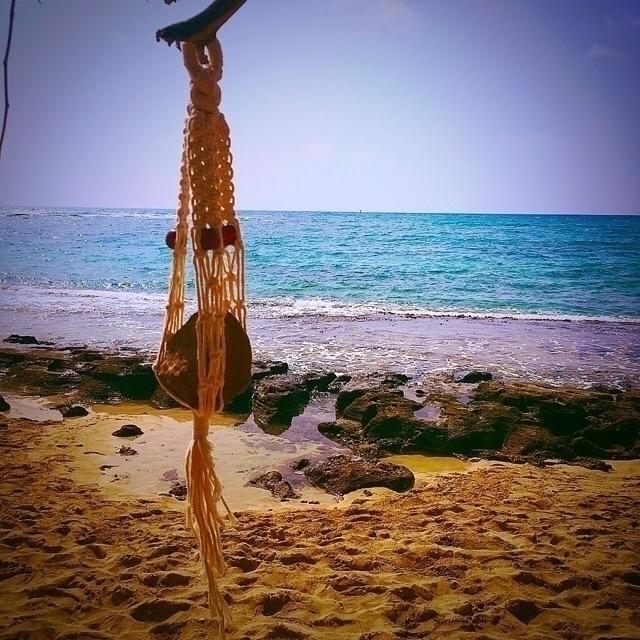 Rock beach :sunglasses::ocean - hawaii - wovenhawaii | ello