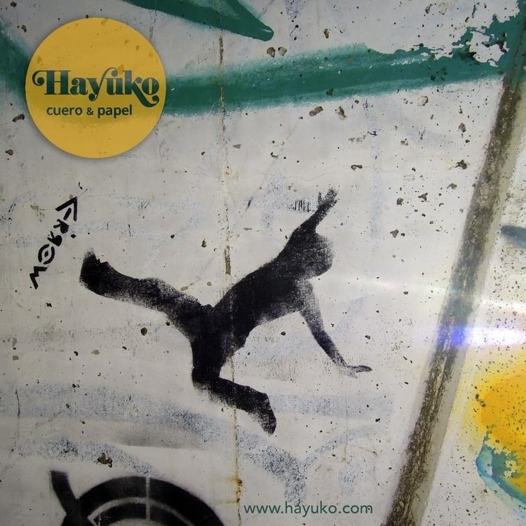 Free fall // Caída libre Check  - hayukocueroypapel | ello
