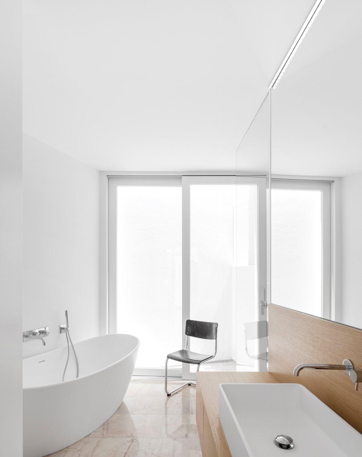 Contemporary wet room. Casa dos - upinteriors | ello