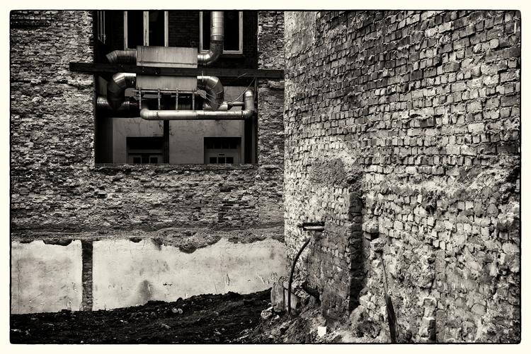 Fragment - CityScape, DemolishedHousesAndAHoleInTheEarth - sselvejer | ello