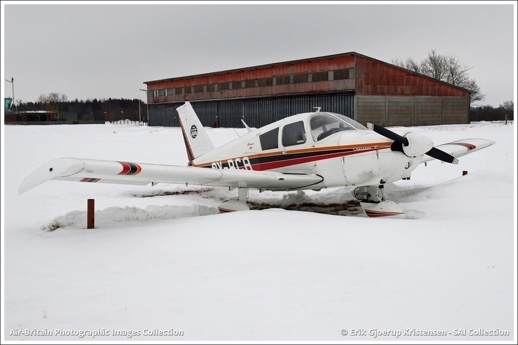 PLANE WHITE White ground Manufa - saicollection | ello