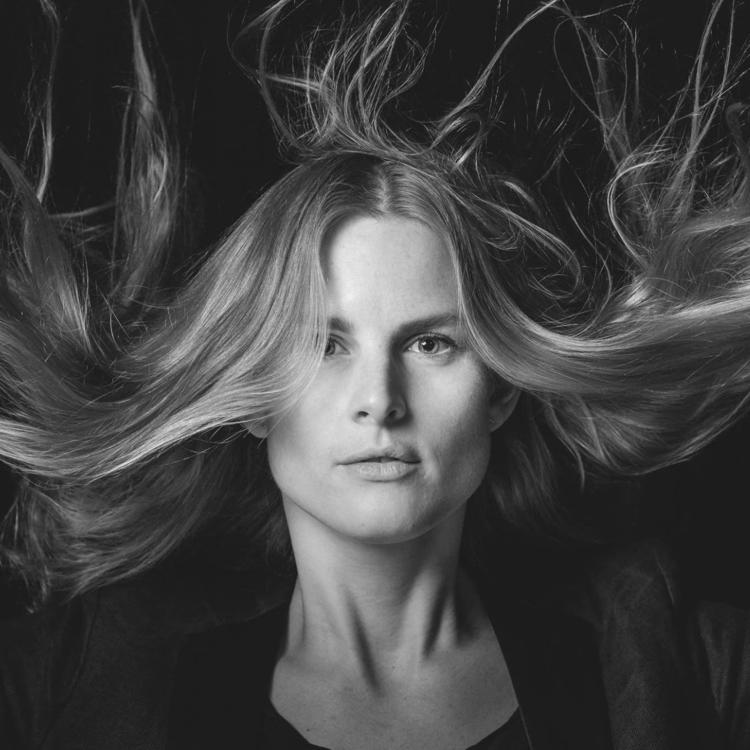 windy woman - photography - juliaanjou | ello