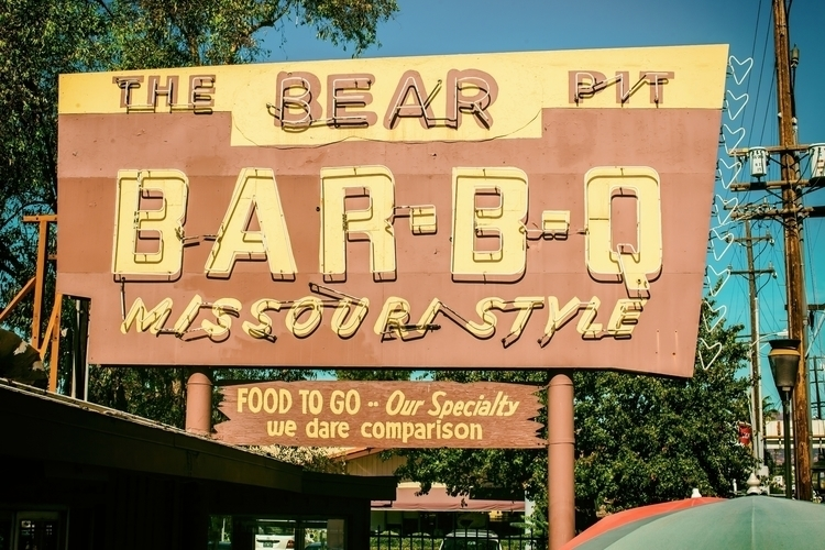 Bear Pit... Los Angeles, CA - thomashawk | ello