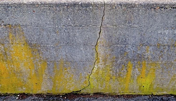 crack retaining wall edge parki - dave63 | ello