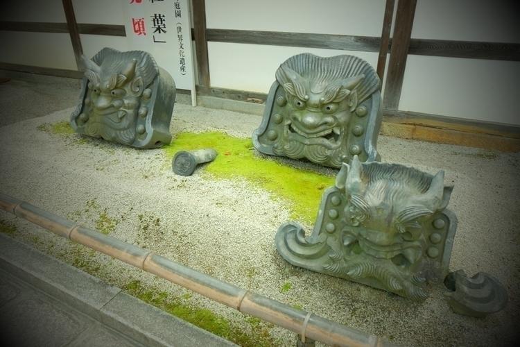瓦, Kawara, tiled, roof - mamimumemami | ello