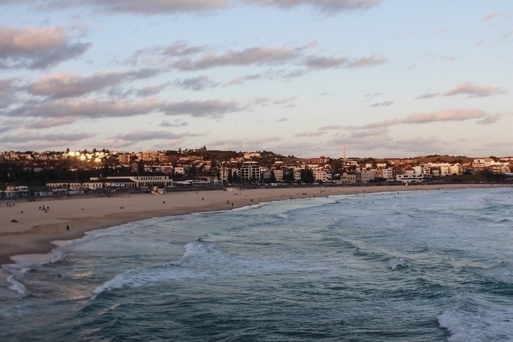 Golden hour sweeps shore, putti - outsidescope | ello