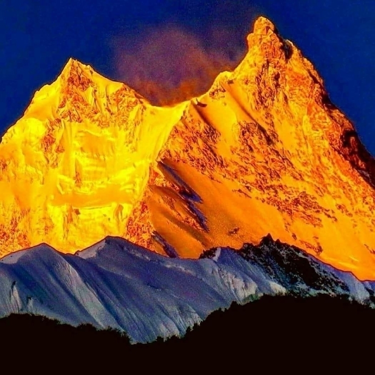 Mount Manaslu sunrise Photo: Su - sylviajacob   ello