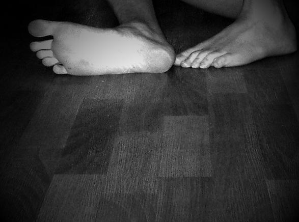Feet floor (2012 - feet, toes - patbro | ello