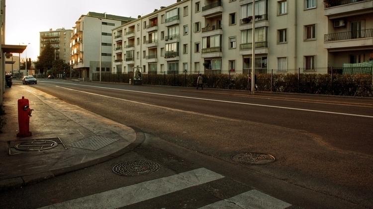 Avenue — Est | Ouest - deligne | ello