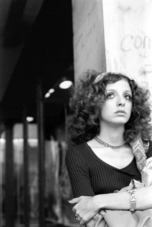 Young woman Cambridge, Massachu - nickdewolfphotoarchive   ello