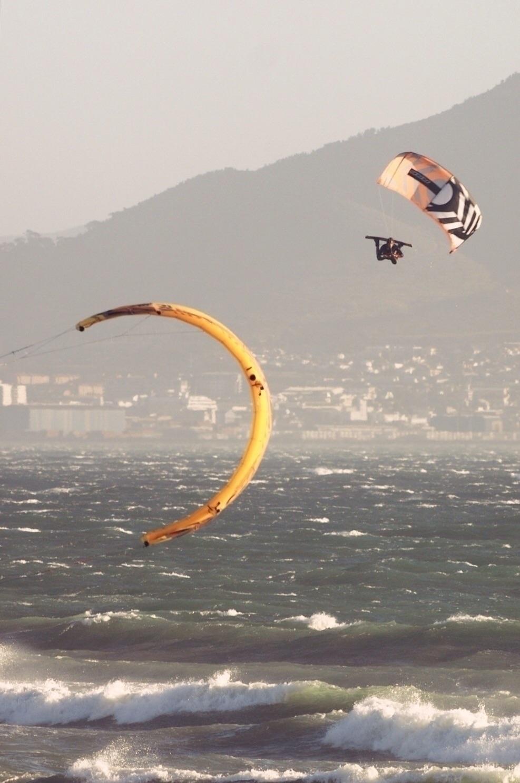 couple snaps kite season Cape T - floydpaul | ello