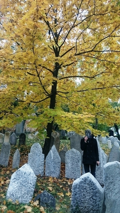 oldgraveyard, nofaceman, tree - nukta | ello