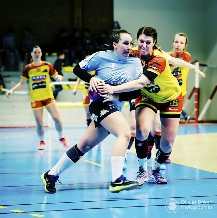 La solide défense des joueuses  - olivier_drean   ello