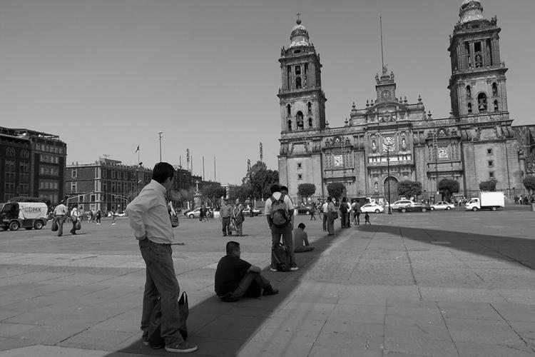 Zócalo - shadow Mexican flag po - helliongallery | ello
