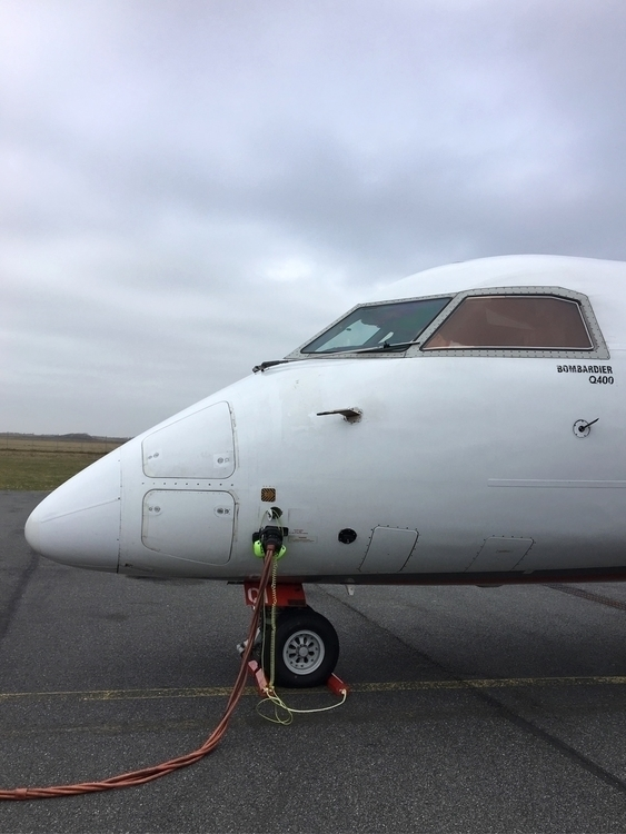 Boarding! Dash8-#Q400 - Bombardier - rowiro   ello