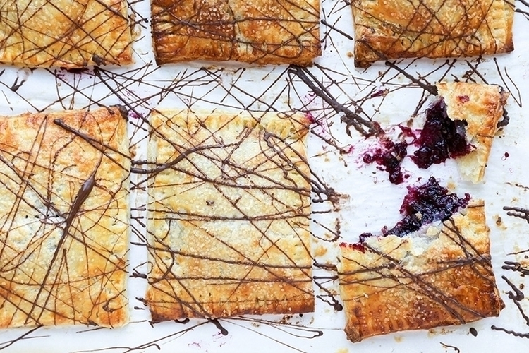 Rhubarb-Berry Hand Pies Chocola - floatingkitchen | ello