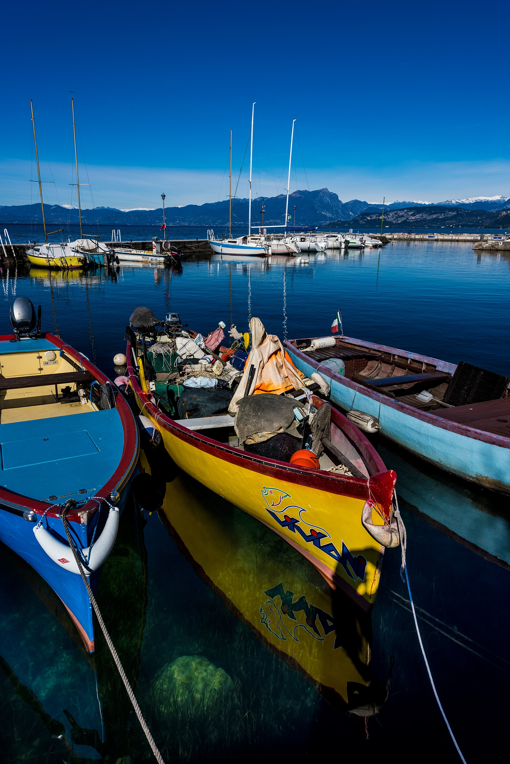 skilled boat - Lazise - christofkessemeier | ello