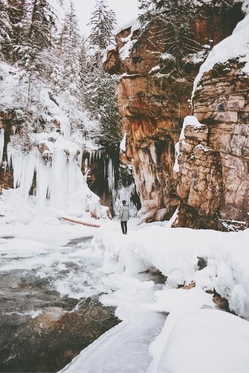 Exploring canyon crevices. Hope - davidarias | ello