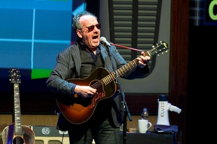 Elvis Costello - perottooppichristiansen | ello