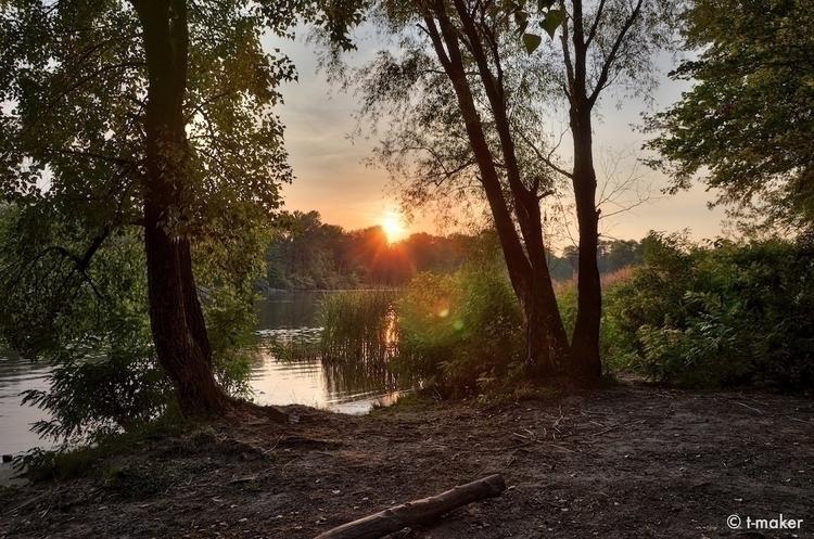 Rays Sunset | Flickr: DeviantAr - t-maker | ello