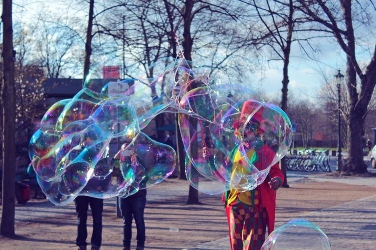 bubbles, Berlin - mentira0 | ello