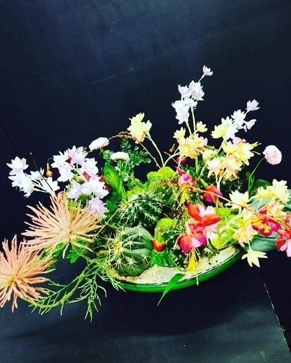 Combinatie van planten en kunst - bloomshoorn | ello