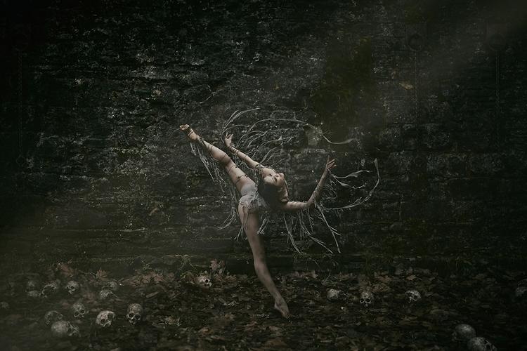 "Pit"" — Photographer: Nicolas Da - darkbeautymag | ello"